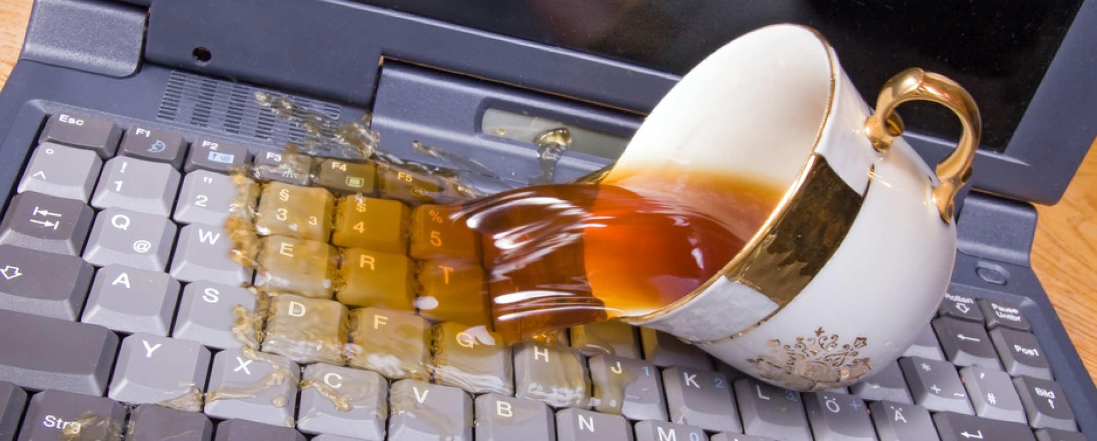 اقدامات لازم بعد از ریختن مایعات روی لپ تاپ
