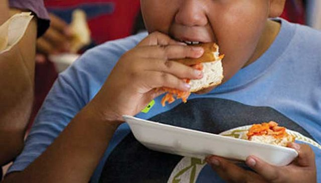 غذاهایی که باعث افزایش وزن در کودکان می شوند
