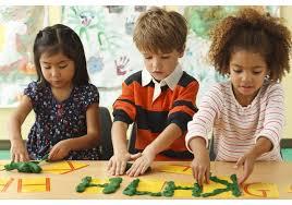اهمیت اسباب بازی در رشد کودک طی سنین مختلف